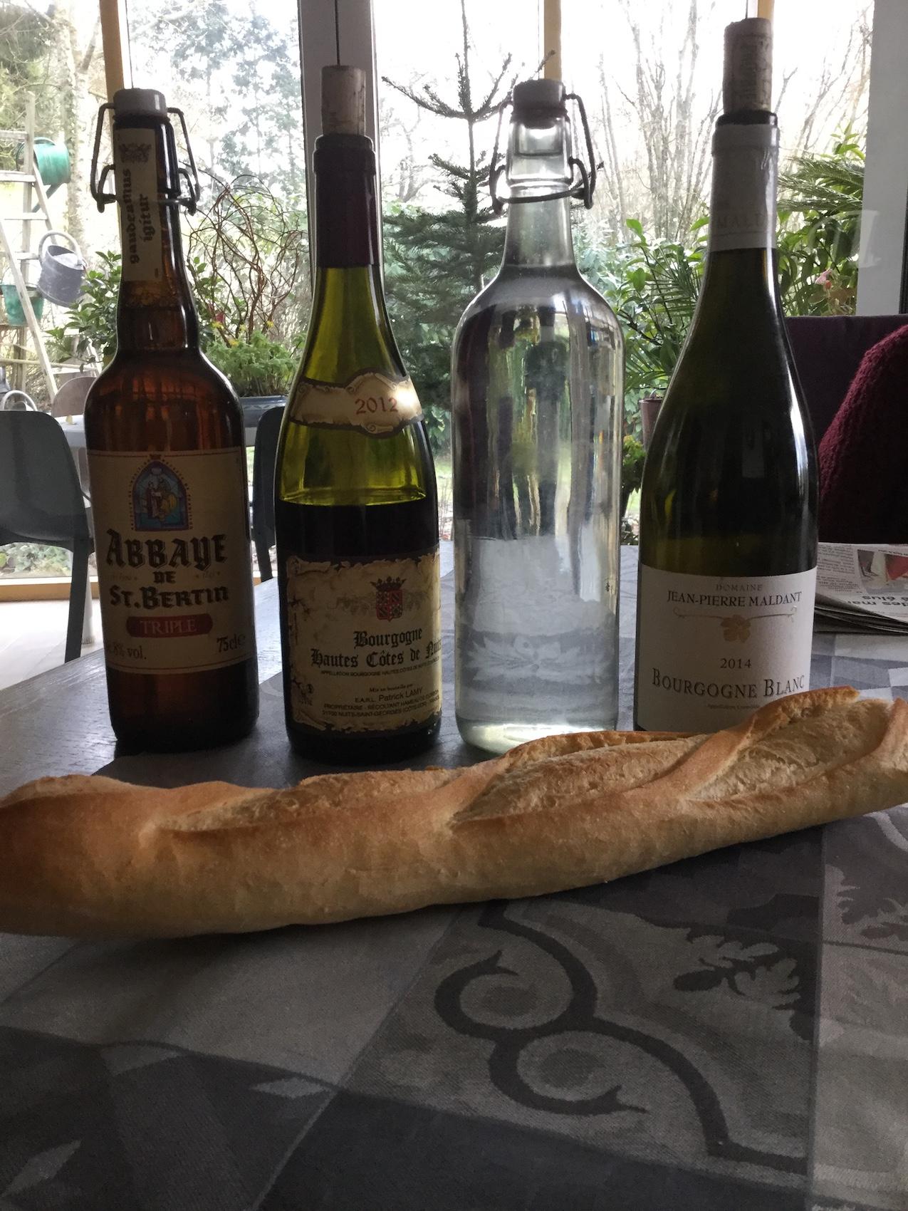 Des boissons de circonstance et du pain en abondance pour etre de vrais COPAINS